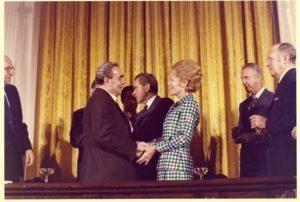 Pat_Nixon_and_Leonid_Brezhnev_E1073-10A